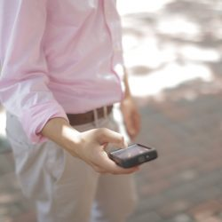 guy-in-pink-shirt-looking-at-phone
